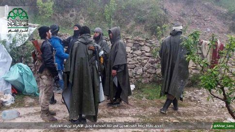 Mujahidin Ahrar Sham menuju medan Ribath di Telat Al-Hadadah, Jabal Al-Akrad. Lattakia 1